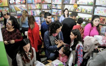 Masiva afluencia a la Feria del Libro: más de 10 mil personas recorrieron el predio