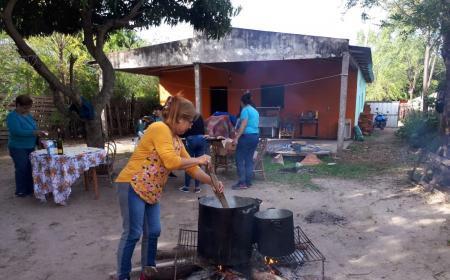 Varias ollas llevaron almuerzo al B° Vélez desde la radio y su audiencia