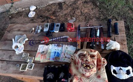 Mocoretá: hallaron dinero, armas y máscaras con las que atacaban