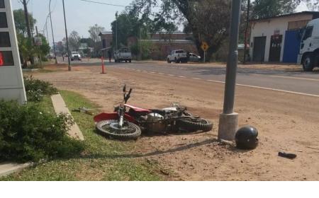 Motociclista en terapia tras haber sido chocado por una camioneta